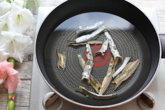 煮干しだし(いりこだし)の取り方。煮出すよりも水出し!各レシピを解説。