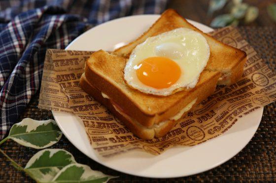 卵とチーズのトースト