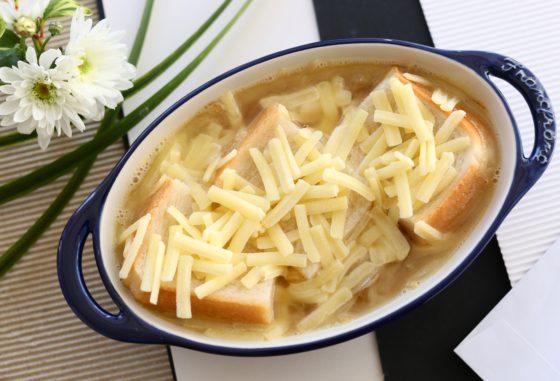 簡単オニオングラタンスープの作り方