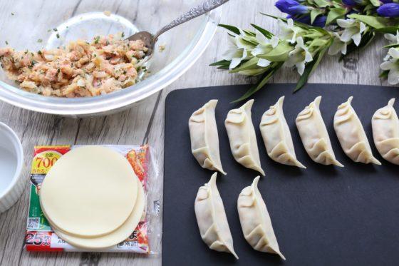 魚肉ソーセージと白菜浅漬けの餃子の作り方