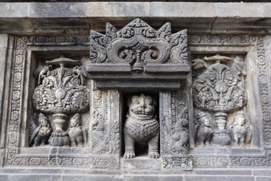 ブラフマー神殿のレリーフ