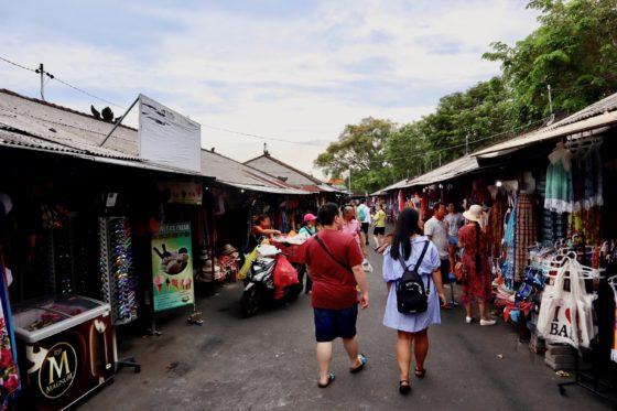タナロット寺院のマーケット