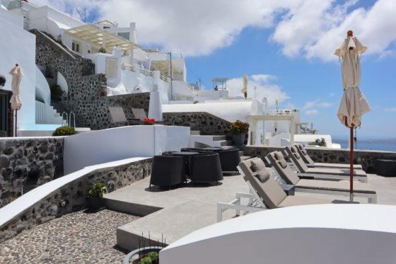 サントリーニ島・フィラのホテルStefani Suitesのテラス