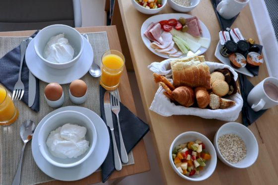サントリーニ島・フィラのホテルStefani Suitesの朝食
