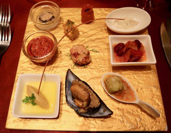 東京・麻布十番のトルコ料理店「ブルガズ・アダ」の前菜の盛り合わせ