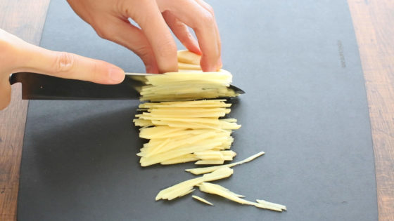 生姜を千切りにする方法