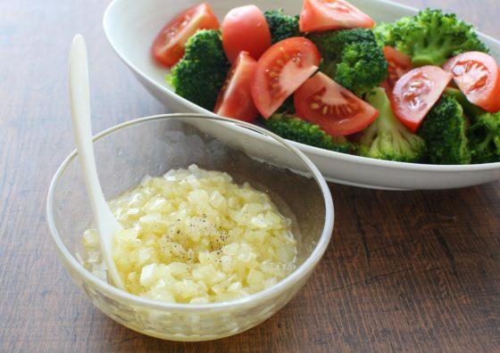 玉ねぎを冷凍してサラダを作る