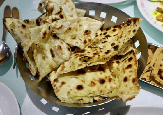 ムンバイのチーズナンとバターナン