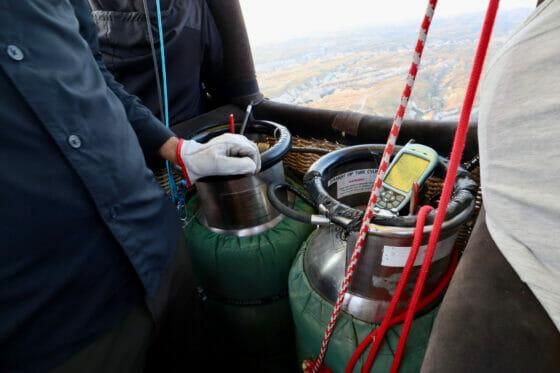 気球の燃料を詰めたガスボンベ